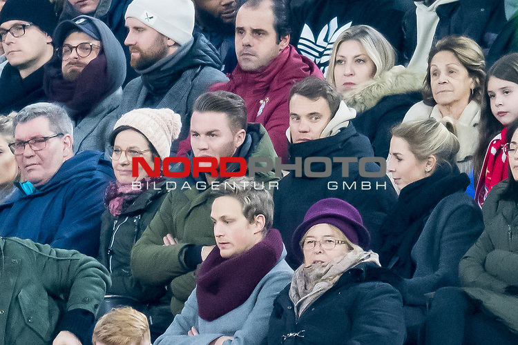 09.02.2019, Allianz Arena, Muenchen, GER, 1.FBL,  FC Bayern Muenchen vs. FC Schalke 04, DFL regulations prohibit any use of photographs as image sequences and/or quasi-video, im Bild Manuel Neuer (FCB #1) friert unter den Zuschauern <br /> <br />  Foto &copy; nordphoto / Straubmeier