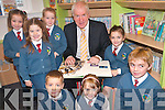Enjoying the new library at Scoil Eoin Balloonagh. .Back L-R Lily Ryan, Labhraidh Costello, Cara Gannon and Sarah Jane Hoffman. .Front L-R Tomáa Kennedy, Emma Ryan and Daniel Bowler.