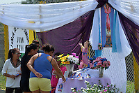FUNDACION-MAGDALENA -COLOMBIA-28-05-2014. Hoy se cumplirá el sepelio colectivo de los 33 ni–os que perecieron al incendiarse el bus en que eran transportados. / Today the collective burial of the 33 children who perished in the fire that the bus were transported will be fulfilled. Photo: VizzorImage / Alfonso Cervantes / Sringer