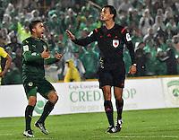 BOGOTA - COLOMBIA -25-02-2017: Nicolas Gallo (Der.), arbitro, dialoga con Stalin Motta (Izq.) jugador de La Equidad, durante partido entre La Equidad y Atletico Nacional, por la fecha 5 de la Liga Aguila I-2017, jugado en el estadio Nemesio Camacho El Campin de la ciudad de Bogota. / Nicolas Gallo (L), arbitro, speaks with Stalin Motta (L) player of La Equidad during a match between La Equidad and Atletico Nacional, for the  date 5 of the Liga Aguila I-2017 at the Nemesio Camacho El Campin Stadium in Bogota city, Photo: VizzorImage  / Luis Ramirez / Staff.