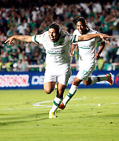 CALI- COLOMBIA -22 -01-2014: Robin Ramirez, jugador de Deportivo Cali, celebra el gol anotado durante partido de ida por la Super Liga 2014, en el estadio Pascual Guerrero de la ciudad de Cali. / Robin Ramirez, player of Deportivo Cali, celebrates a goal scored during the match between Deportivo Cali and Atletico Nacional for the first leg of the Super Liga 2014 at the Pascual Guerrero Stadium in Cali city. Photo: VizzorImage  / Juan C Quintero / Str