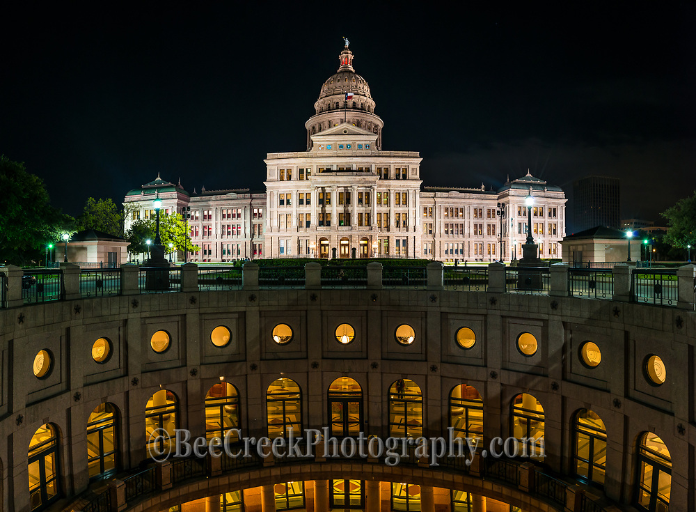 We love the view at night of the outside rotundra at the Texas State Capital with it all lite up.  You can see the levels that are below ground from the rotundra in this panorama.
