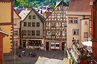 Deutschland, Baden-Wuerttemberg, Region Heilbronn-Franken, am Ende des Taubertals, hier muendet die Tauber in den Main, Wertheim: die Schulgasse in der Altstadt | Germany, Baden-Wuerttemberg, Tauber Valley, Wertheim: old town with lane 'Schulgasse'
