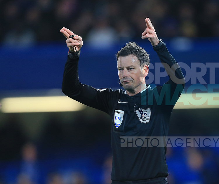Referee Mark Clattenburg in action during the Barclays Premier League match at Stamford Bridge Stadium.  Photo credit should read: David Klein/Sportimage