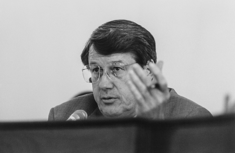 Rep. Bill Thomas, R-Calif., at a House Committee on Printing hearing in June 1995. (Photo by Laura Patterson/CQ Roll Call via Getty Images)