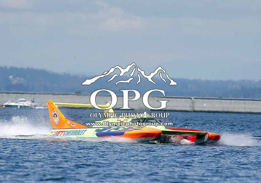 3 Aug 2007:  The Hydro G-13 Tempo driven by Dick Lynch opened it up along the straightaway at the Seafair Chevrolet Cup & Key Bank Air Show at Lake Washington in Seattle Washington.