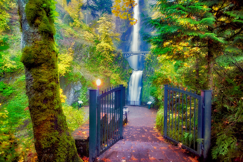 Pathway to Multnomah Falls. Columbria River Gorge National Scenic Area. Oregon