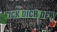 USSBALL   1. BUNDESLIGA    SAISON 2012/2013    10. Spieltag   Werder Bremen - FSV Mainz 05                             04.11.2012 Werder Bremen Fans mit einem Anti DFB Plakat: Fick dich DFB!