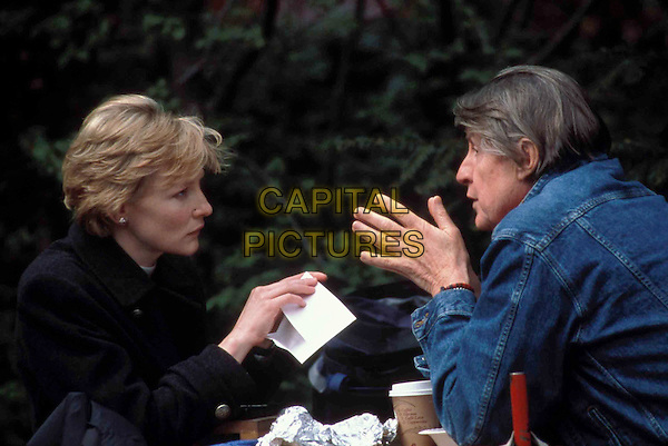 CATE BLANCHETT & JOEL SCHUMACHER (DIRECTOR).on the set of Veronica Guerin.Filmstill - Editorial Use Only.CAP/AWFF.supplied by Capital Pictures.