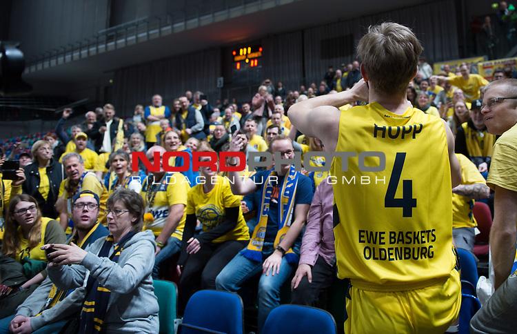 10.02.2019, &Ouml;VB Arena, Bremen, GER, easy Credit-BBL, Eisb&auml;ren Bremerhaven vs EWE Baskets Oldenburg, im Bild<br /> erste Mal...und gleich die Humba..<br /> Alexander HOPP (EWE Baskets Oldenburg #4 )<br /> Foto &copy; nordphoto / Rojahn