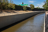 Los Angeles River, Van Nuys, California, USA