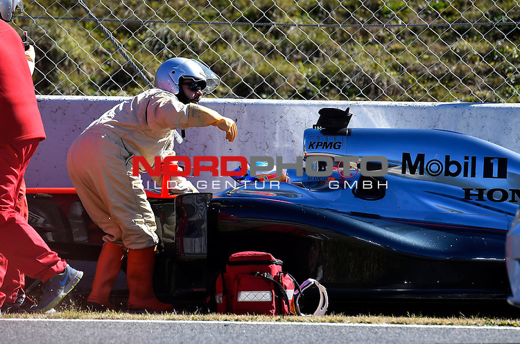 Crash of Fernando Alonso  (ESP), McLaren F1 Team<br /> for the complete Middle East, Austria &amp; Germany Media usage only!<br />  Foto &copy; nph / Mathis