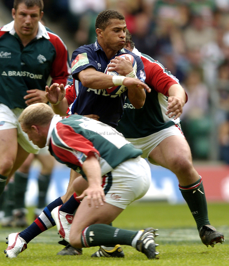 Photo: Richard Lane..Leicester Tigers v Sale Sharks. Zurich Wildcard Final at Twickenham. 29/05/2004..Jason Robinson wieves his way through the Tigers defence.