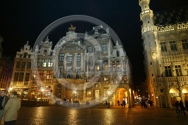 BRUSSELS - BELGIUM - 16 FEBRUARY 2006 -- Grand Place by night. PHOTO: ERIK LUNTANG / EUP-IMAGES