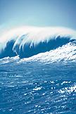 USA, Hawaii, large ocean wave at Waimea bay, the North Shore of Oahu