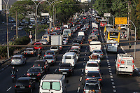 ATENCAOO EDITOR: FOTO EMBARGADA PARA VEICULOS INTERNACIONAIS. SAO PAULO, SP, 04 SETEMBRO 2012 - TRANSITO CAPITAL PAULISTA - Transito intenso na Radial Leste sentido zona leste na tarde dessa terça-feira, 04. (FOTO: LUIZ GUARNIERI / BRAZIL PHOTO PRESS).