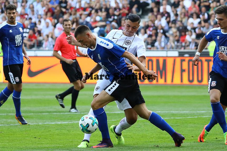 Renat Dadashov (Eintracht Frankfurt) gegen Mateo Andacic (FSV Frankfurt) - 06.08.2017: Eintracht Frankfurt vs. FSV Frankfurt, Saisoneröffnung, Commerzbank Arena