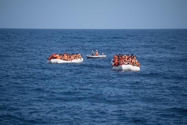 Sea Watch-2.<br /> Die Sea Watch-2 bei ihrer 13. SAR-Mission vor der libyschen Kueste.<br /> Im Bild: Ueberfuellte Schlauchboote mit je ca. 150 Gefluechteten. Sie trieben ueber Stunden orientierungslos herum, denn der Motor wurde ihnen von sog Engine-Fischern abgenommen. Die Crew der Sea Watch-2 versorgte sie ueber mehrere Stunden mit Wasser, bis sie von der italienischen Kuestenwache geborgen werden konnten.<br /> 22.10.2016, Mediterranean Sea<br /> Copyright: Christian-Ditsch.de<br /> [Inhaltsveraendernde Manipulation des Fotos nur nach ausdruecklicher Genehmigung des Fotografen. Vereinbarungen ueber Abtretung von Persoenlichkeitsrechten/Model Release der abgebildeten Person/Personen liegen nicht vor. NO MODEL RELEASE! Nur fuer Redaktionelle Zwecke. Don't publish without copyright Christian-Ditsch.de, Veroeffentlichung nur mit Fotografennennung, sowie gegen Honorar, MwSt. und Beleg. Konto: I N G - D i B a, IBAN DE58500105175400192269, BIC INGDDEFFXXX, Kontakt: post@christian-ditsch.de<br /> Bei der Bearbeitung der Dateiinformationen darf die Urheberkennzeichnung in den EXIF- und  IPTC-Daten nicht entfernt werden, diese sind in digitalen Medien nach &sect;95c UrhG rechtlich geschuetzt. Der Urhebervermerk wird gemaess &sect;13 UrhG verlangt.]