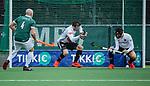 AMSTELVEEN - Nicky Leijs (Adam)  haalt met Niek Merkus (Adam) de bal van de lijn met   tijdens de hoofdklasse competitiewedstrijd heren, AMSTERDAM-ROTTERDAM (2-2). . COPYRIGHT KOEN SUYK