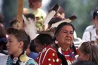 Nativi Americani LAKOTA SIOUX con il costume tradizionale.LAKOTA SIOUX native American wearing traditional clothing