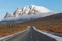 James dalton highway, Brooks Range mountains, Arctic, Alaska.