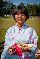 """Japanees scout is offering """"Japanees Pizza"""" at Cultural Festival in Winter town. Photo: André Jörg/ Scouterna"""