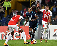 BOGOTA - COLOMBIA - 01 - 03 - 2018: William Tesillo (Izq.) y William Tesillo (Der.) jugadores de Independiente Santa Fe disputan el balón con Eduar Preciado (Cent.), jugador de Emelec (ECU), durante partido entre Independiente Santa Fe (COL) y Emelec (ECU), de la fase de grupos, grupo 4, fecha 1 de la Copa Conmebol Libertadores 2018, jugado en el estadio Nemesio Camacho El Campin de la ciudad de Bogota. / William Tesillo (L) and William Tesillo (R)  players of Independiente Santa Fe vie for the ball with Eduar Preciado (C), player of Emelec (ECU), during a match between Independiente Santa Fe (COL) and Emelec (ECU), of the group stage, group 4, 1st date for the Conmebol Copa Libertadores 2018 at the Nemesio Camacho El Campin Stadium in Bogota city. Photo: VizzorImage  / Luis Ramirez / Staff.