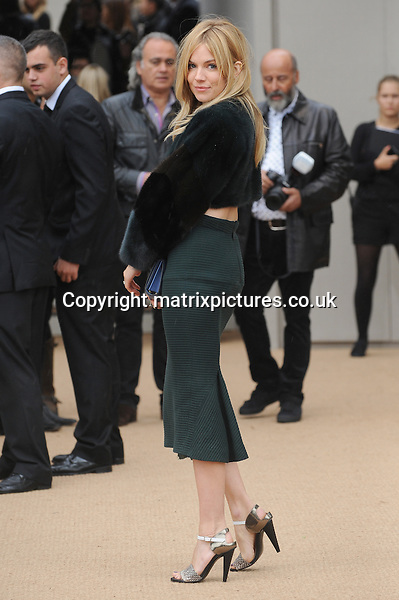 NON EXCLUSIVE PICTURE: PAUL TREADWAY / MATRIXPICTURES.CO.UK<br /> PLEASE CREDIT ALL USES<br /> <br /> WORLD RIGHTS<br /> <br /> English actress Sienna Miller attends the Burberry Prorsum catwalk show during London Fashion Week S/S 2014, at Kensington Gardens, in London.<br /> <br /> SEPTEMBER 16th 2013<br /> <br /> REF: PTY 136149
