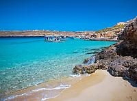 Malta, Insel Comino: die Blaue Lagune - ein beliebtes Ausflugsziel | Malta, Island Comino: Blue Lagoon - popular excursion trip