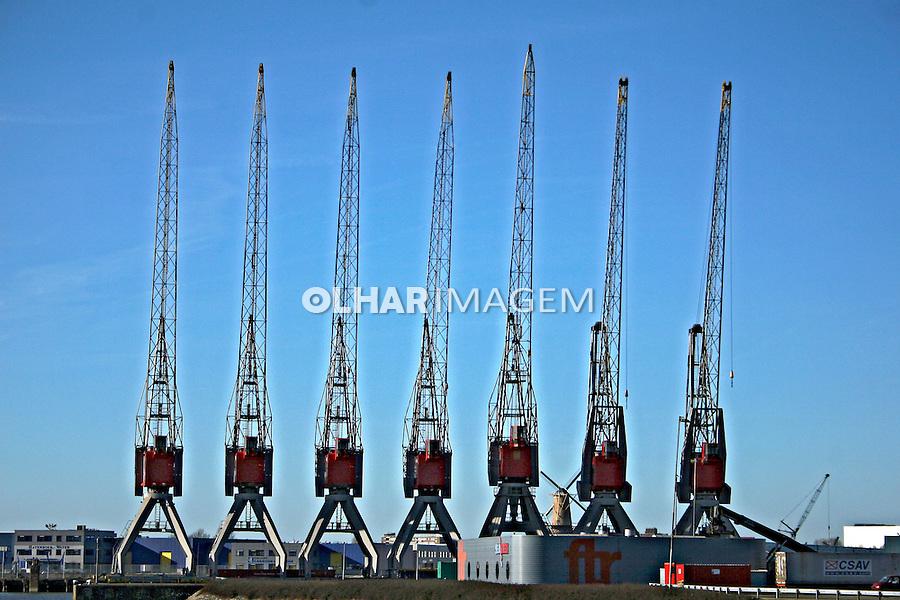 Guindastes no porto de Roterdam. Holanda. 2007. Foto de Marcio Nel Cimatti.
