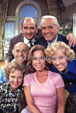 Mary Tyler Moore Show Cast Portrait (Season 4): Mary Tyler Moore, Ed Asner, Gavin MacLeod, Betty White, Ted Knight, Georgia Engel. Sound Stage 2, CBS Studios, Los Angeles, 1974. Photo by John G. Zimmerman.