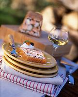 """Europe/France/Alsace/67/Bas-Rhin/Lembach : Presskopf de poissons d'eau douce légèrement fumés et crème de raifort - Recette de Fernand Mischler de l'hôtel-restaurant """"Le Cheval Blanc"""""""