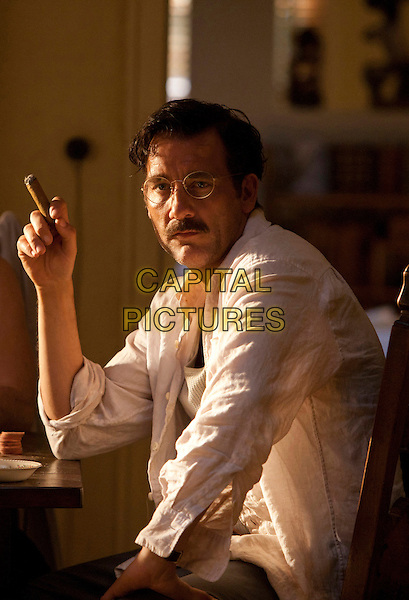 CLIVE OWEN.in Hemingway & Gellhorn .*Filmstill - Editorial Use Only*.CAP/FB.Supplied by Capital Pictures.