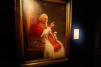 ATENCAO EDITOR: FOTO EMBARGADA PARA VEICULO INTERNACIONAL - SAO PAULO, SP, 20 DE SETEMBRO DE 2012 - EXPOSICAO VATICANO - Abertura da exposição Esplendores do Vaticano: Uma Jornada Através da Fé e da Arte na Oca dentro do Parque do Ibirapuera regiao sul da capital paulista, nesta quinta-feira, 20.  FOTO VANESSA CARVALHO/ BRAZIL PHOTO PRESS