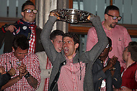 10.05.2014, Marienplatz, Muenchen, GER, 1. FBL, FC Bayern Muenchen Meisterfeier, im Bild Thomas Mueller #25 (FC Bayern Muenchen) auf dem Rathausbalkon, haelt die Meisterschale in der Hand // during official Championsparty of Bayern Munich at the Marienplatz in Muenchen, Germany on 2014/05/11. EXPA Pictures © 2014, PhotoCredit: EXPA/ Eibner-Pressefoto/ Kolbert<br /> <br /> *****ATTENTION - OUT of GER***** <br /> Football Calcio 2013/2014<br /> Bundesliga 2013/2014 Bayern Campione Festeggiamenti <br /> Foto Expa / Insidefoto