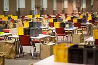 Kisten stehen am Freitag (13.12.13) in Berlin f&uuml;r die Ausz&auml;hlung des SPD Mitgliederentscheids zur Gro&szlig;en Koalition mit der CDU/CSU bereit.<br /> Foto: Axel Schmidt/CommonLens