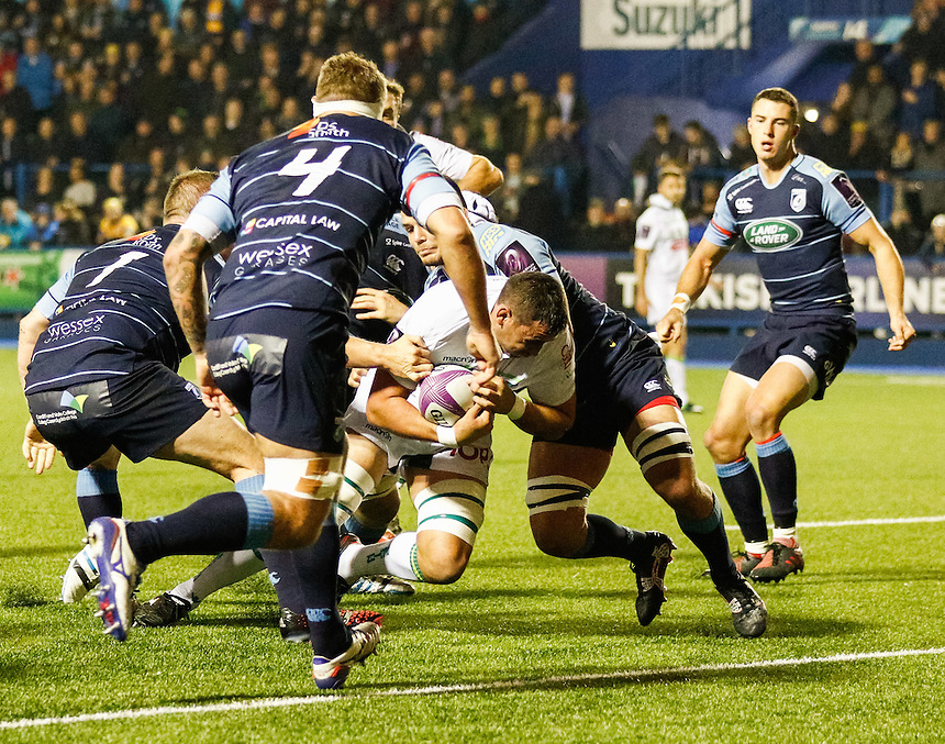 Pau's Daniel Ramsay scores his sides first try<br /> <br /> Photographer Simon King/CameraSport<br /> <br /> Rugby Challenge Cup Pool 4 - Cardiff Blues v Pau - Friday 21st October 2016 - Cardiff Arms Park - Cardiff <br /> <br /> World Copyright &copy; 2016 CameraSport. All rights reserved. 43 Linden Ave. Countesthorpe. Leicester. England. LE8 5PG - Tel: +44 (0) 116 277 4147 - admin@camerasport.com - www.camerasport.com