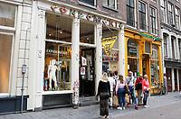 Nederland Amsterdam  2017.   De Condomerie in de Warmoesstraat.    Foto Berlinda van Dam / Hollandse Hoogte