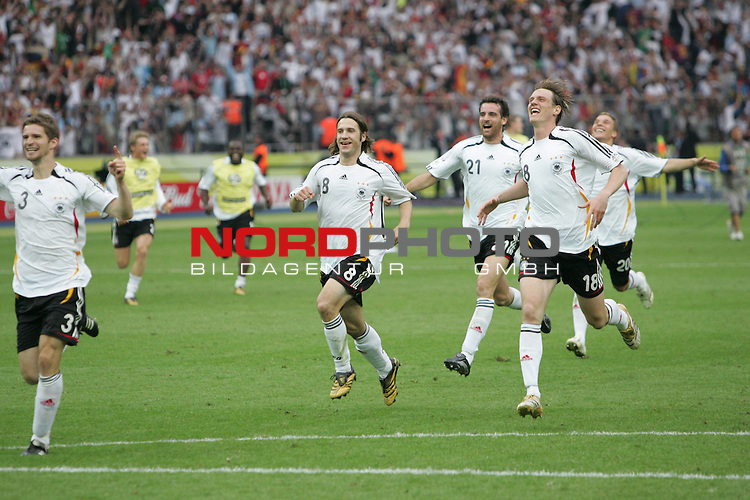 FIFA WM 2006 - Quarter-finals / Viertelfinale<br /> Play #57 (30-Jun) - Germany vs Argentina.<br /> Arne Friedrich, Torsten Frings, Christoph Metzelder, Tim Borowski and Lukas Podolski (l-r) from Germany celebrate the 5-3 victory after penalty after the match of the World Cup in Berlin.<br /> Foto &copy; nordphoto