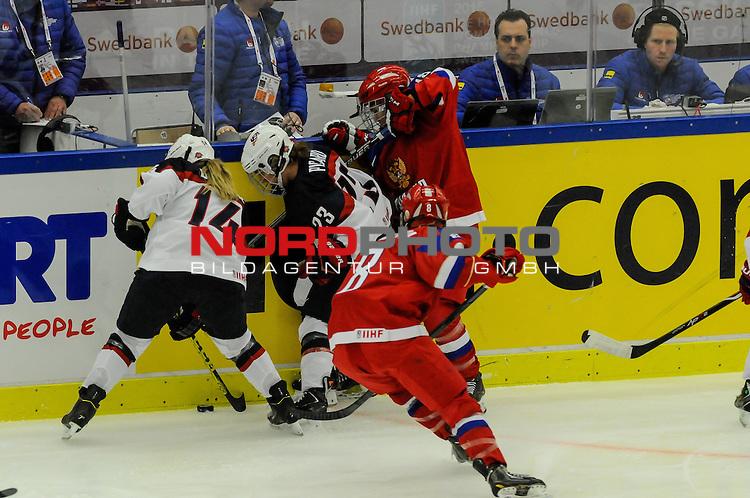 31.03.2015, Malm&ouml; Ishall, Malm&ouml; , SWE, IIHF Eishockey Frauen WM 2015, USA  vs Russland (RUS), im Bild, Duell an der Bande, Brianna DECKER (#14, USA), Michelle PICARD (#23, USA), Iya GAVRILOVA (#8, RUS), Olga SOSINA (#18, RUS)<br /> <br /> ***** Attention nur f&uuml;r redaktionelle Berichterstattung *****<br /> <br /> Foto &copy; nordphoto / Hafner
