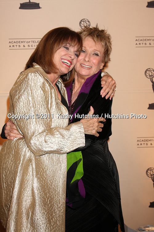 LOS ANGELES - JAN 20:  Valerie Harper, Cloris Leachman arrives at the Academy of Television Arts & Sciences' Hall of Fame Committe's 20th Annual Induction Gala at Beverly HIlls Hotel on January 20, 2011 in Beverly Hills, CA