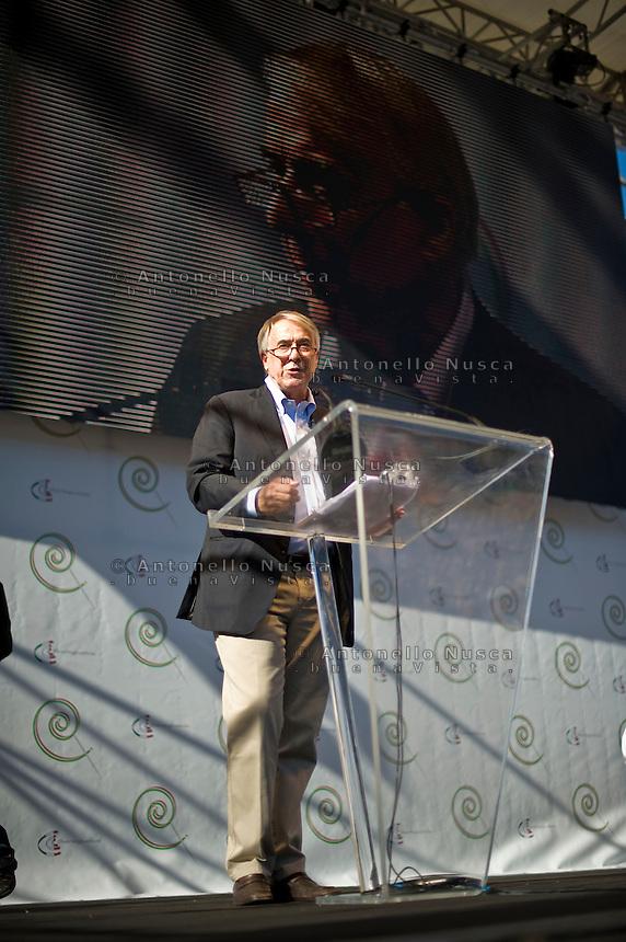 Il Sindaco di Milano Giuliano Pisapia durante il suo intervento alla manifestazione organizzata da Libertà e Giustiza