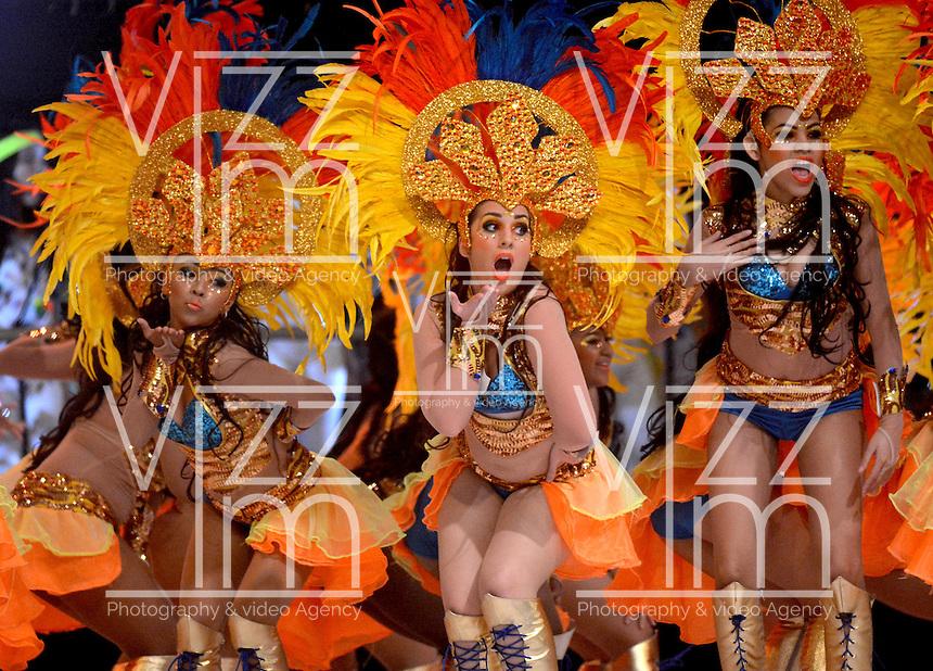 BARRANQUILLA-COLOMBIA- 11-02-2017: Comparsa Africa Mia participante en La Fiesta de Danzas y Cumbias del Carnaval de Barranquilla 2016 invita a todos los colombianos a contagiarse del Jolgorio general encabezado por su reina Marcela Garcia Caballero. Este desorden organizado dará la oportunidad de apreciar a propios y extraños el desfile de danzas, disfraces y hacedores del carnaval que la convierten en una de las festividades más importantes del país y que se lleva a cabo hasta el 9 de febrero de 2016. / Africa Mia comparsa paticipant of The party of Dances and Cumbias of Carnaval de Barranquilla 2016 invites all Colombians to catch the general reverly led by their Queen Marcela Garcia Caballero. This organized disorder gives the oportunity to appreciate, by friends and strangers, the parade of dancers, customes and carnival makers that make it one of the most important festivals of the country and take place until February 9, 2016.  Photo: VizzorImage / Alfonso Cervantes / Cont