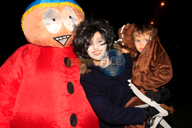 Mark Mennedy Deirdre Gillesnan and Mark Kennedy at the Halloween Bon Fire in Julianstown Garden<br /> Picture: www.newsfile.ie