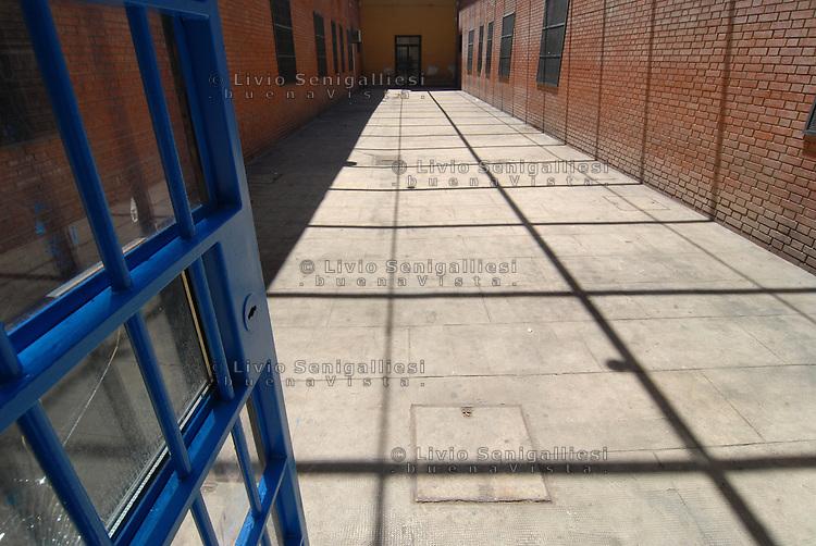 Palermo / Italia <br /> Carcere 'Malaspina' -  Istituto penale per minorenni.<br /> Cortile interno utilizzato dai giovani reclusi durante l'ora d'aria.<br /> Foto Livio Senigalliesi