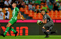 MEDELLÍN-COLOMBIA, 18-08-2019: Juan Pablo Ramírez de Atlético Nacional y Horacio Ramírez de Unión Magdalena disputan el balón, durante partido de la fecha 6 entre Atlético Nacional y Unión Magdalena, por la Liga Águila II 2019, jugado en el estadio Atanasio Girardot de la ciudad de Medellín. / Juan Pablo Ramirez of Atletico Nacional and Horacio Ramirez of Union Magdalena figth for the ball, during a match of the 6th date between Atletico Nacional and Union Magdalena, for the Aguila Leguaje II 2019 played at the Atanasio Girardot Stadium in Medellin city. / Photo: VizzorImage / León Monsalve / Cont.