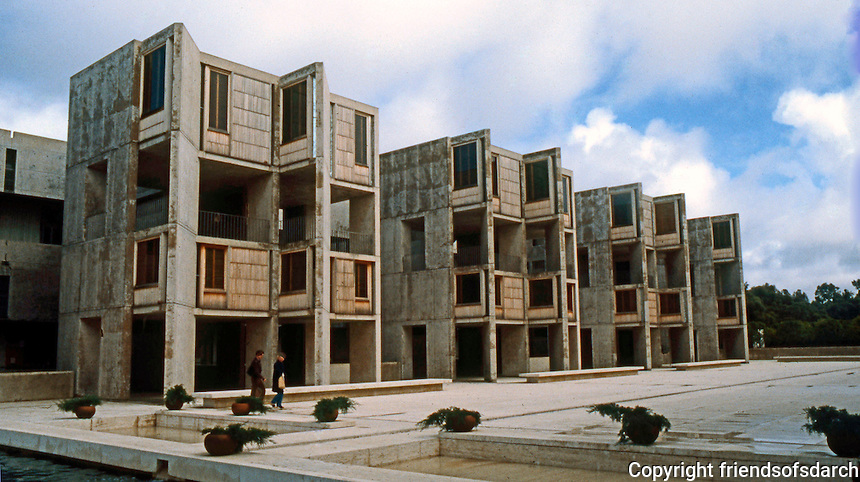 Louis I. Kahn: Salk Institute, La Jolla. North wing. Brutalist architecture.Photo 2004.
