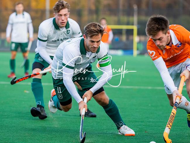 BLOEMENDAAL - Jeroen Hertzberger (Rdam) met Thierry Brinkman (Bldaal)  tijdens  hoofdklasse competitiewedstrijd  heren , Bloemendaal-Rotterdam (1-1) .COPYRIGHT KOEN SUYK