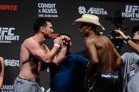 GOIÂNIA, GO, 29.05.2015 – UFC-GOIÂNIA – KJ Noons e Alex Cowboy durante pesagem para o UFC Goiânia  no Goiânia Arena em Goiânia na tarde desta sexta-feira, 29.(Foto: Ricardo Botelho / Brazil Photo Press)