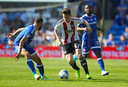 April 8th 2017, Cardiff, Wales; Skybet Championship football, Cardiff City versus Brentford; Sergi Canós of Brentford FC takes on Jazz Richards of Cardiff City